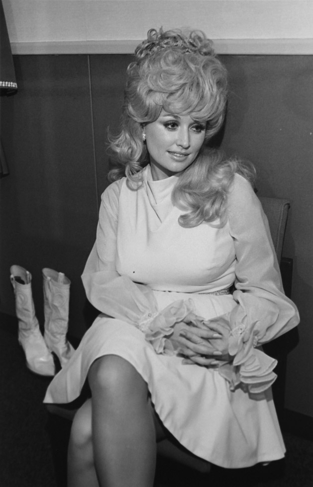 Dolly Parton (II) Symphony Hall, Boston, 1972 by Henry Horenstein