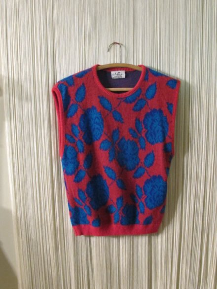 FUNKy RED AnD bLUE SwEATER vEST WiTH ARGyLE ROSE PATTERN by ShastaBrookVintage
