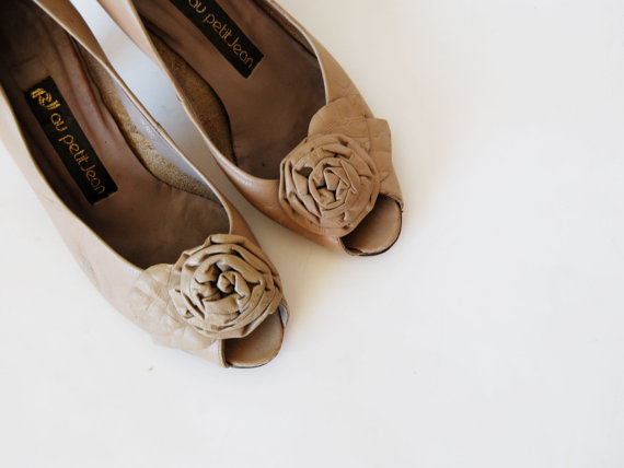 vintage ROSE bud nude heel / 1980s TAUPE leather kitten heel by vintagemarmalade