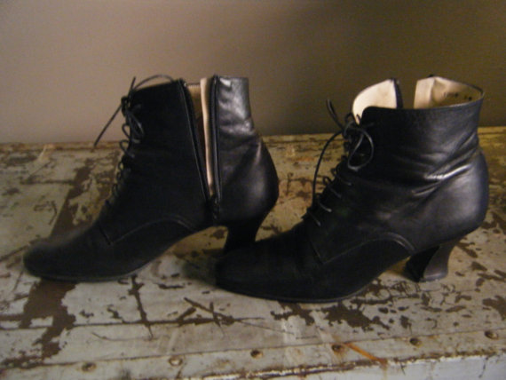Vintage leather black witch boots Cute size 7 by VerloreAndGevind