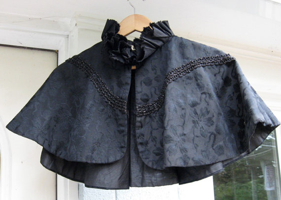 Black Capelet / Witches Cape / Victorian / Goth / Old Black Cape / Dark Shadows / Downton Abbey by  vintagemb60