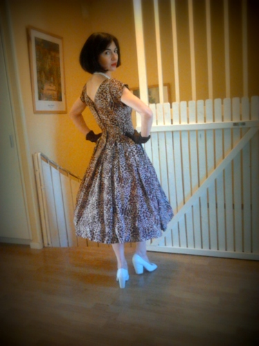 Rayuela in the vintage 50s cocoa dress / 1950s full skirt chocolate day dress s
